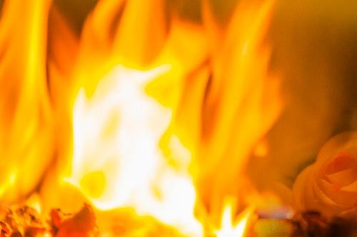 Das Feuer der Geburtspriesterin