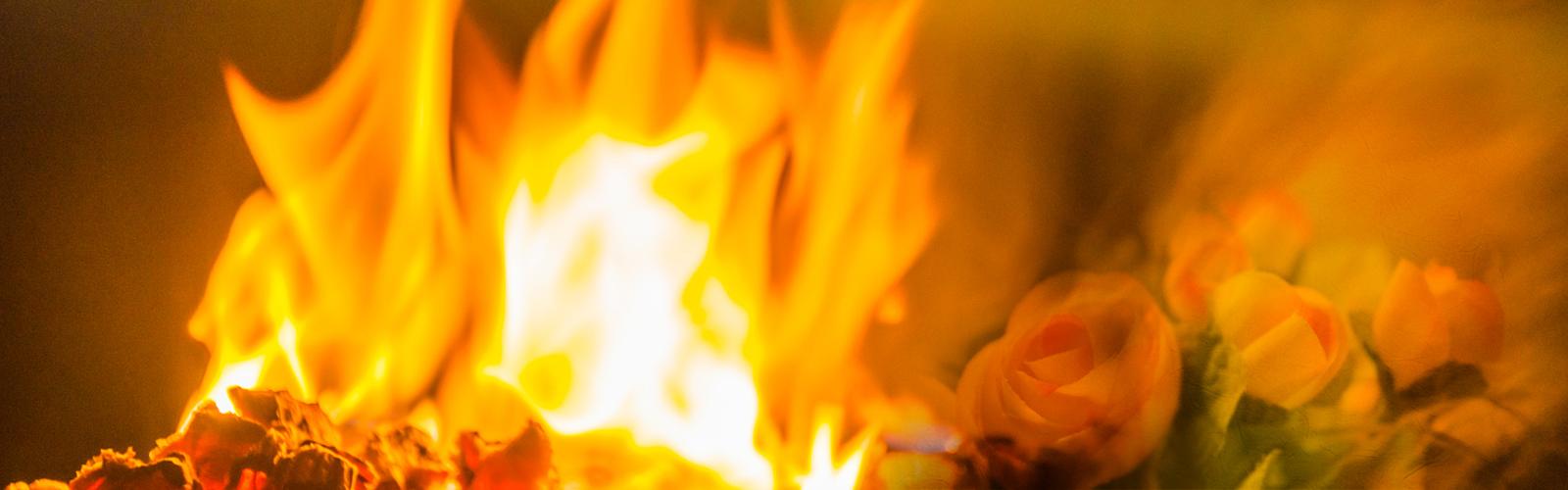 Feuer der Geburtspriesterin